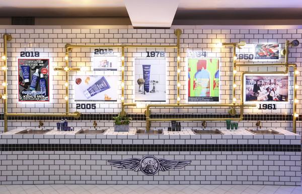 时髦复古兼具的科颜氏品牌重要里程碑历史墙