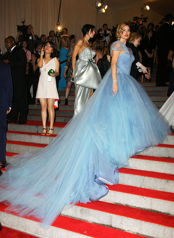 2010 Doutzen Kroes wore a Zac Posen gown