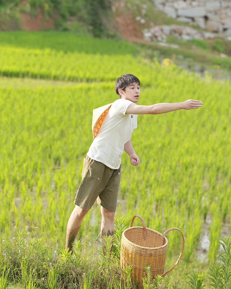 """《向往的生活》收视第一 """"居居男孩""""彭昱畅被何炅现场护肤教学"""