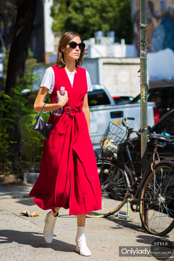 Alexa-Chung-by-STYLEDUMONDE-Street-Style-Fashion-Photography0E2A6836-700x1050@2x