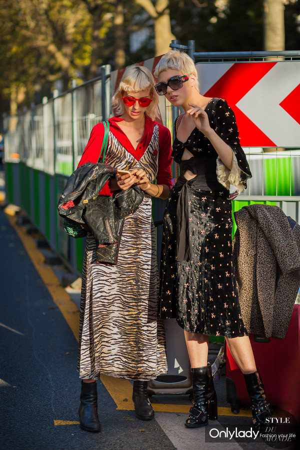 Lili-Sumner-and-her-friend-by-STYLEDUMONDE-Street-Style-Fashion-Photography0E2A6373-700x1050@2x