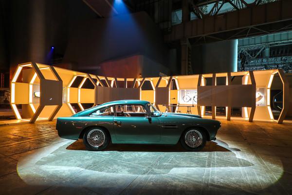 34. 配有爱马仕特别定制内饰的Aston Martin
