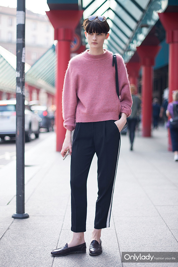 pink-sweater-street-style