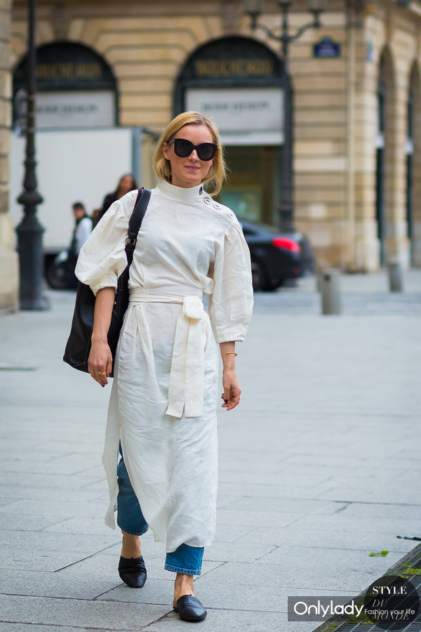 Before-Schiaparelli-dress-over-jeans-by-STYLEDUMONDE-Street-Style-Fashion-Photography0E2A8948-700x1050@2x