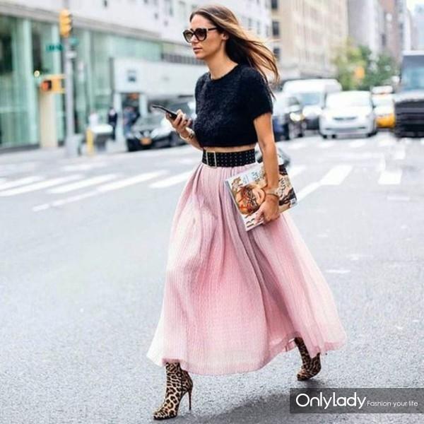wdujp0-l-610x610-skirt-fluf-tumblr-maxi+skirt-flowy-pink+skirt-crop+tops-black+crop-belt-waist+belt-boots-animal+print-leopard+print-high+heels+boots-magazine-sunglasses-streetstyle