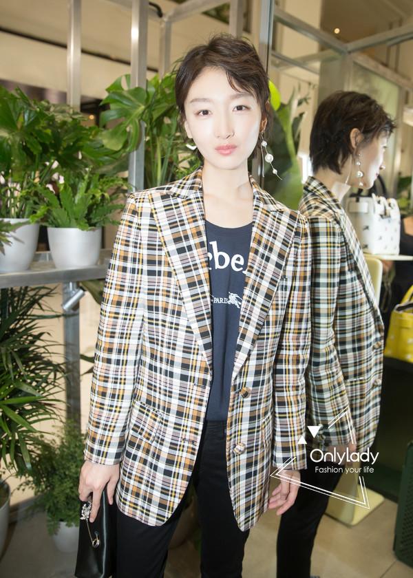 Zhou Dongyu at an