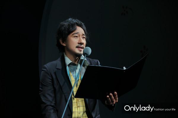 著名演员赵立新先生用声音配合沙画表演演绎《小王子》经典章节 2