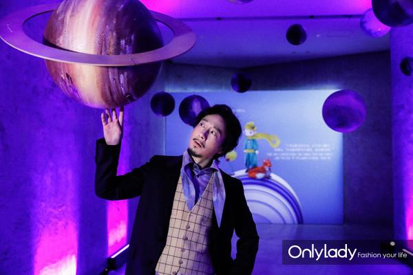 著名演员赵立新先生在活动现场星球区域
