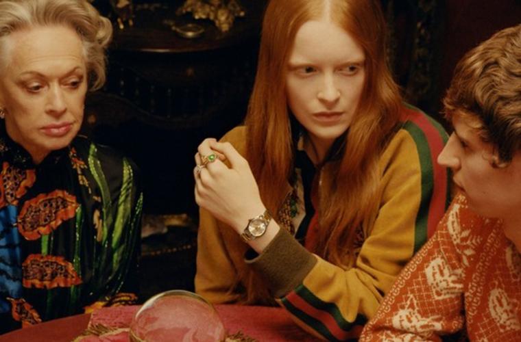 古驰推出全新腕表首饰广告形象大片  女演员蒂比·海德莉(Tippi Hedren)优雅演绎该系列独特浪漫的时尚美学