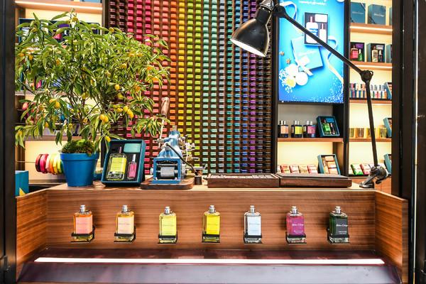 01. 由法国艺术家Malettes创作的色彩展示墙