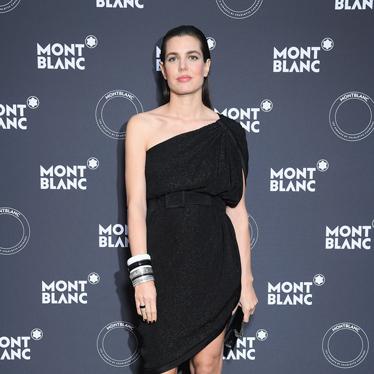 万宝龙在戛纳电影节期间携品牌大使夏洛特·卡西拉吉发布全新Les Aimants系列珠宝