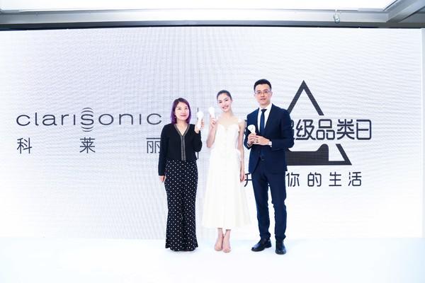 左起:天猫美妆高级专家歆笛女士、科莱丽品牌大使钟楚曦、科莱丽中国区品牌总监郑亮先生