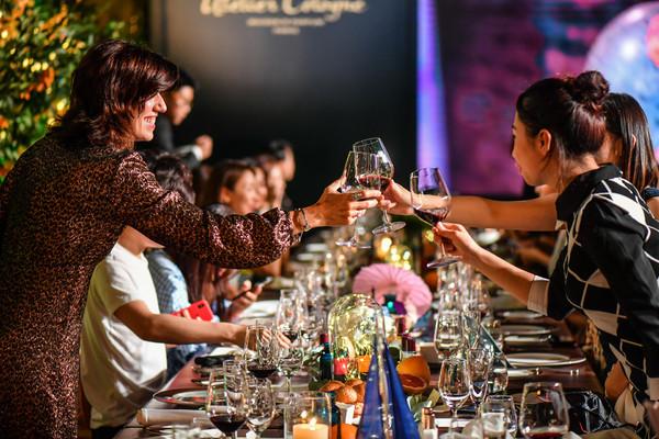 Atelier Cologne创始人Sylvie Ganter与来宾共进晚宴