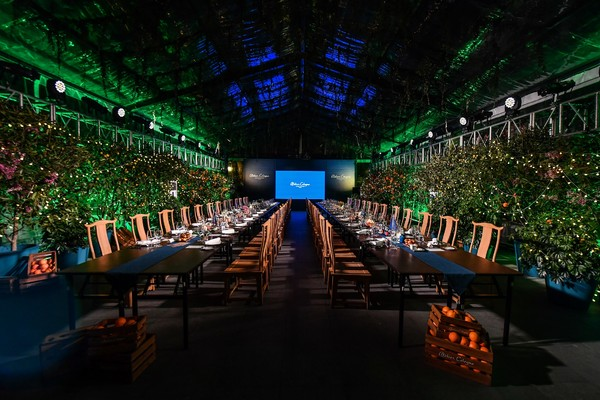 精致优雅的Atelier Cologne欧珑晚宴在参差摇曳柑橘树影环绕中拉开序幕