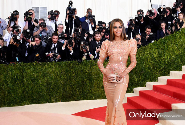 social-beyonce-met-gala-2016-red-carpet