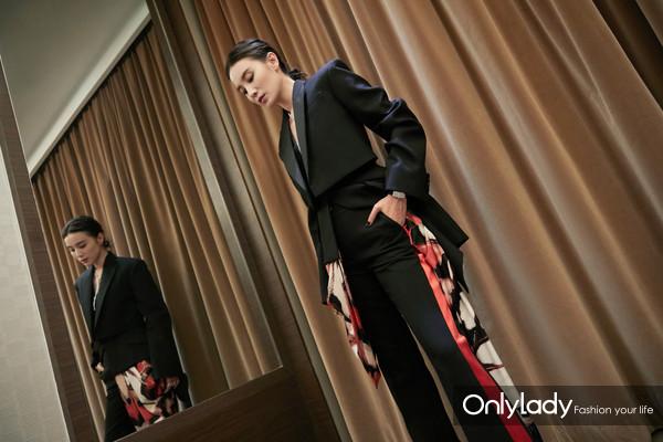 宋佳佩戴积家Reverso One High Jewelry一号高级珠宝翻转腕表亮相21届上海国际电影节红毯