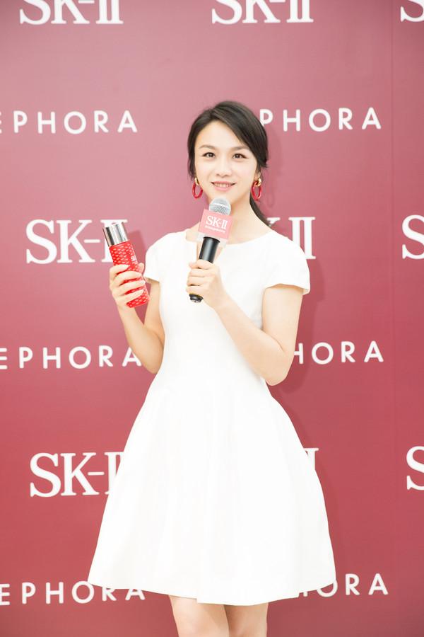 2.SK-II全球代言人汤唯展示全新护肤精华露小红鸾限量版
