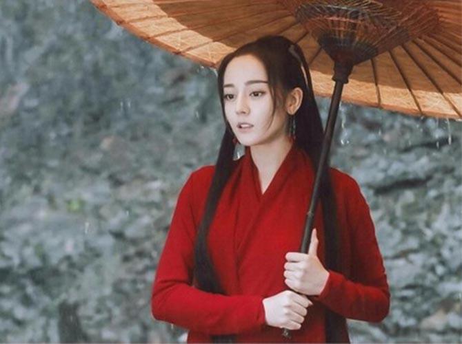"""迪丽热巴眉毛登上热搜 被吐槽太丑(都是""""眉头""""惹的祸)"""