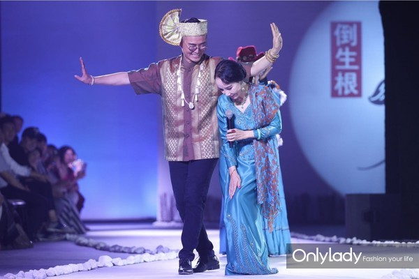 设计师张珂嘉与傣族舞蹈家刀美兰