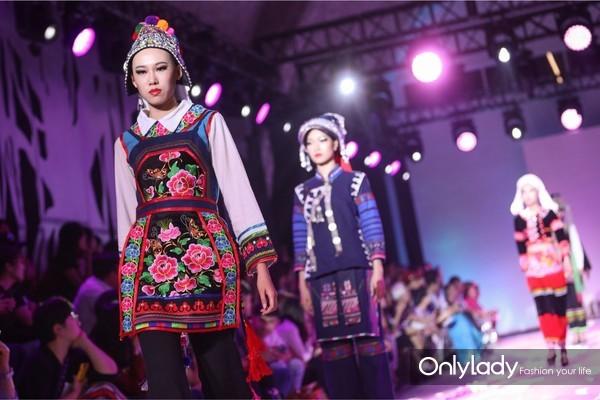 彝族传统服装
