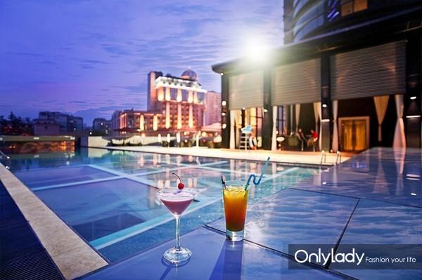 成都首座万丽酒店室外泳池