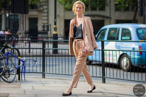 Eva-Herzigova-by-STYLEDUMONDE-Street-Style-Fashion-Photography0E2A3562-600x400