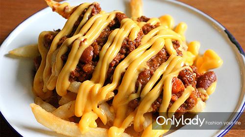 辣酱奶酪薯条(Chili Cheese Fries)