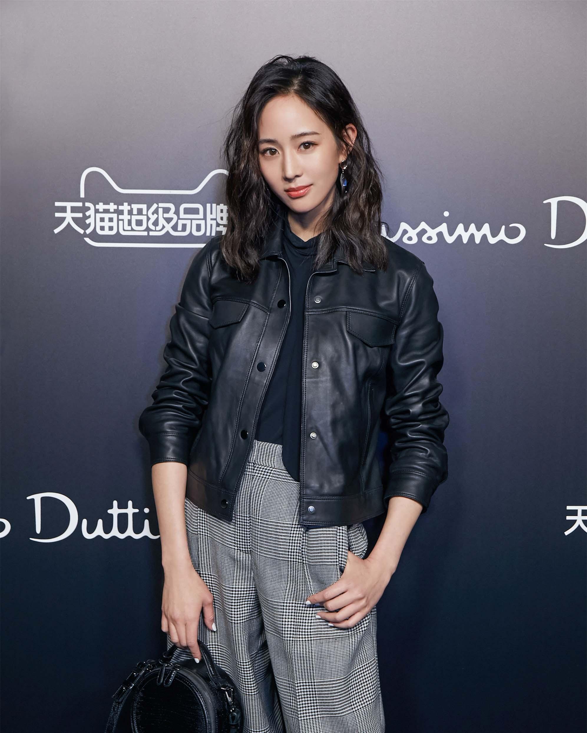 张钧甯出席品牌秋冬时装秀 可盐可甜变身帅气酷girl