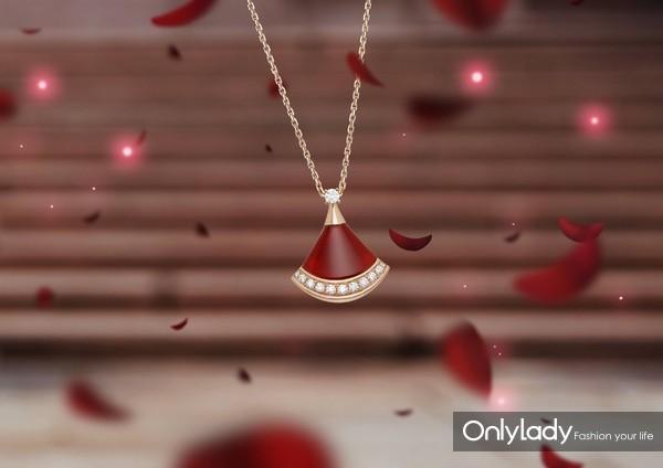 宝格丽Divas' Dream系列七夕限定款玫瑰金镶红玉髓钻石项链(线上预售),价格:22000元
