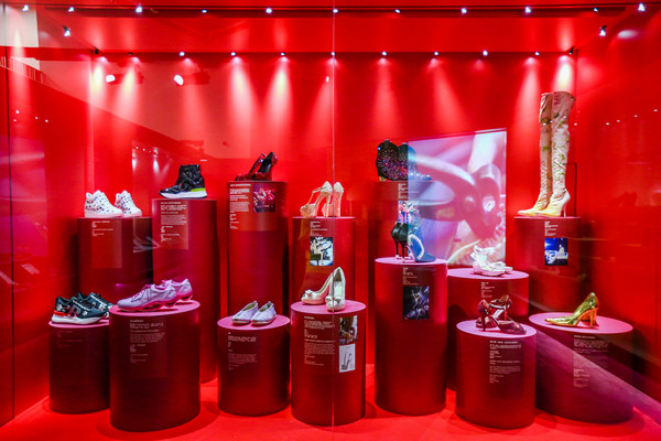 《鞋履:乐与苦展览》莫文蔚鞋履展区