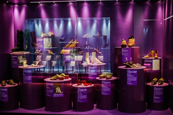 《鞋履:乐与苦展览》展区 3