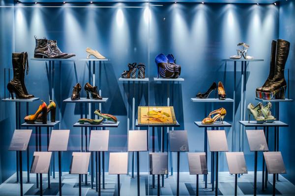 《鞋履:乐与苦展览》展区 4