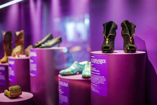 《鞋履:乐与苦展览》展区 5
