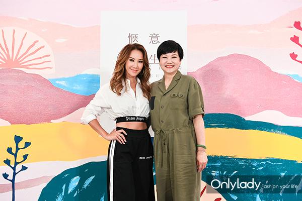 得奖唱作人兼唱片监制李玟与连卡佛大中华区副总裁刘玉英女士合影