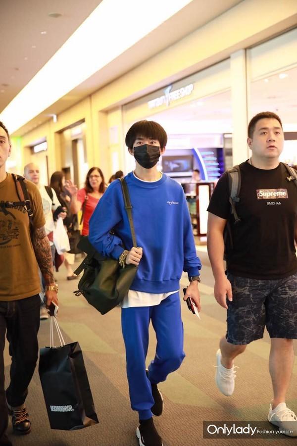易烊千玺机场街拍 (1)