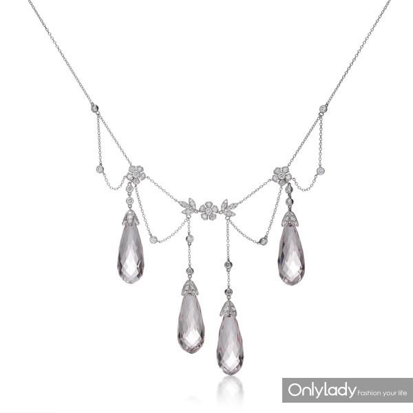 铂金镶嵌钻石及摩根石项链,来自蒂芙尼古董珍藏库1