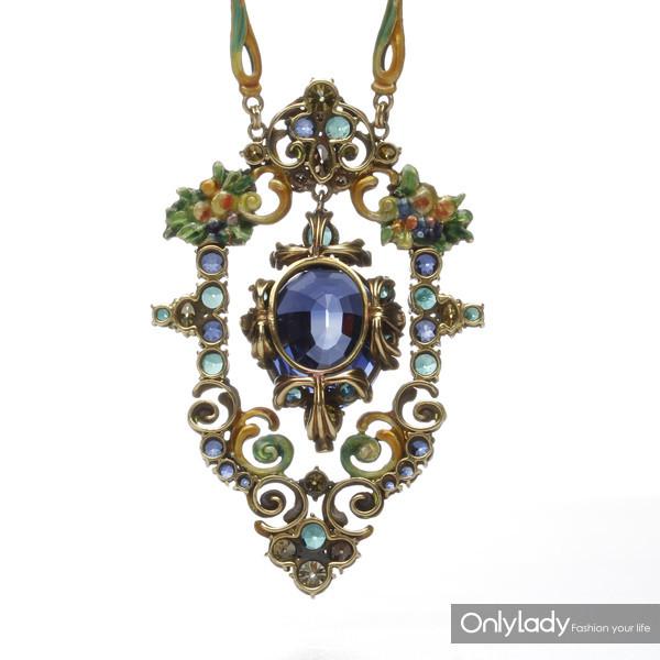 18K黄金镶嵌蓝宝石、珐琅及彩色钻石,来自蒂芙尼古董珍藏库1