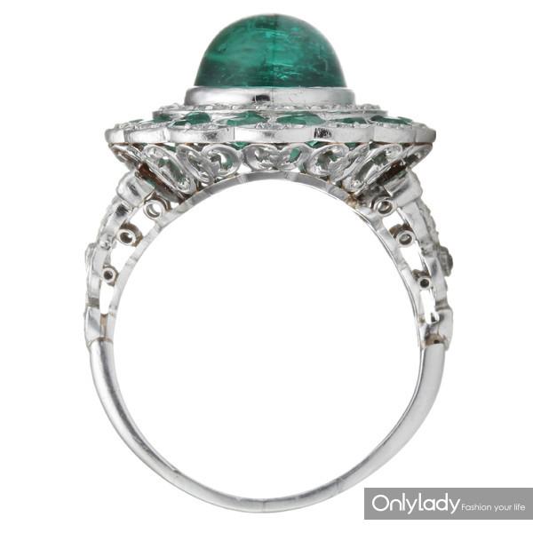铂金镶嵌祖母绿及钻石戒指,来自蒂芙尼古董珍藏库2