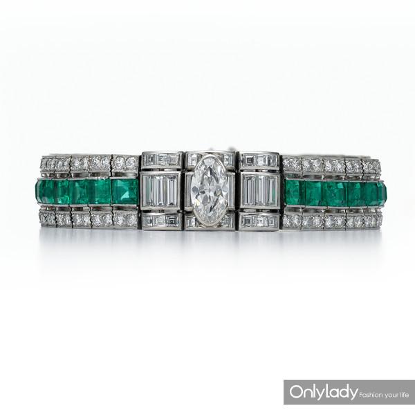 铂金镶嵌祖母绿及钻石手镯,来自蒂芙尼古董珍藏库