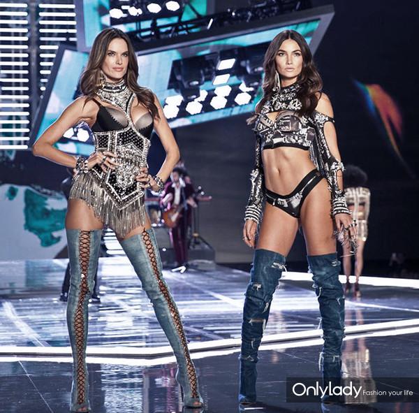 hbz-vs-models-not-walking-1541625196