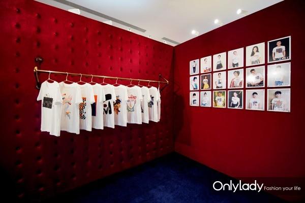 十个中国独立设计师品牌为庆祝VOGUE FNO全球十周年特别创作的十款系列主题T恤