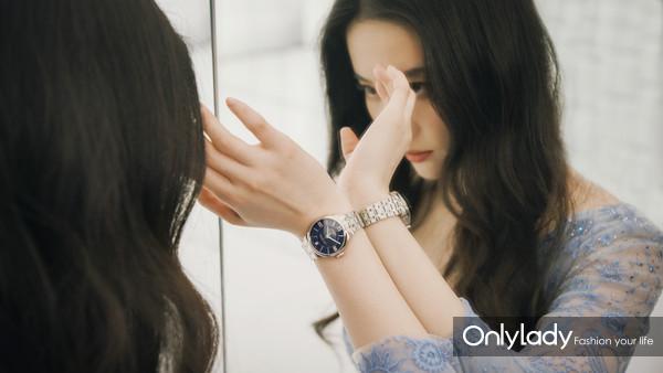图3:天梭全球形象代言人刘亦菲在广告大片中佩戴杜鲁尔系列腕表