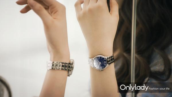 图4:天梭全球形象代言人刘亦菲在广告大片中佩戴杜鲁尔系列腕表
