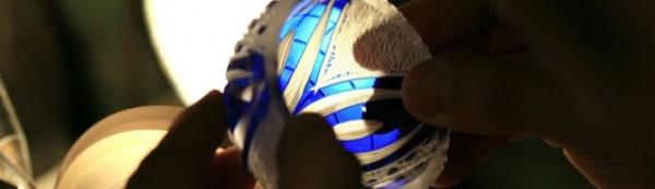 「切子」是在玻璃器皿表面进行切割打磨加工以形成漂亮花纹的工艺手法。2