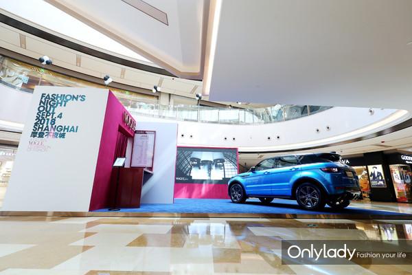 《VOGUE服饰与美容》与路虎揽胜极光精心呈现的汽车电影院(1)