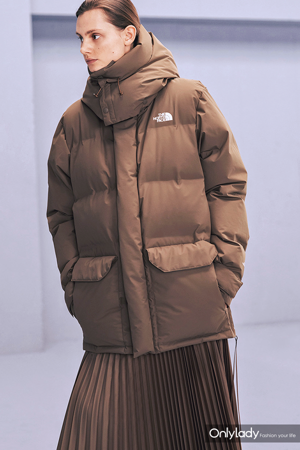 The-North-Face-x-HYKE-Winter-2018-Lookbook-Outerwear-Jackets-Puffers-Silhouette-Streetwear-FW-18