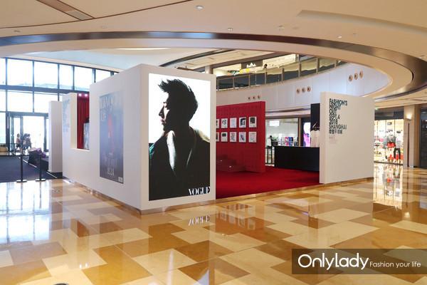 """此次Vogue以""""FNO微剧场""""为主题,在现场展示了多部高品质的时尚影像大片(2)"""