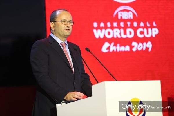 图4:国际篮联秘书长Patrick Baumann先生登台致辞