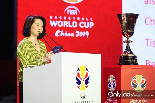图7:斯沃琪集团中国区总裁陈素贞女士发表致辞