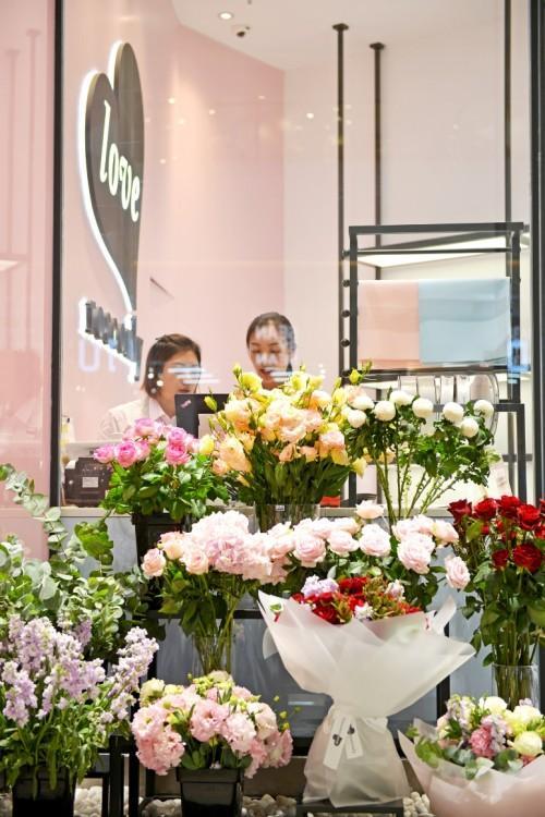 上海首家love roseonly甜蜜登陆LuOne凯德晶萃广场